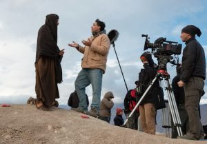 Director Rodrigo Garcia speaking with Ewan McGregor while shooting 'Last Days in the Desert'